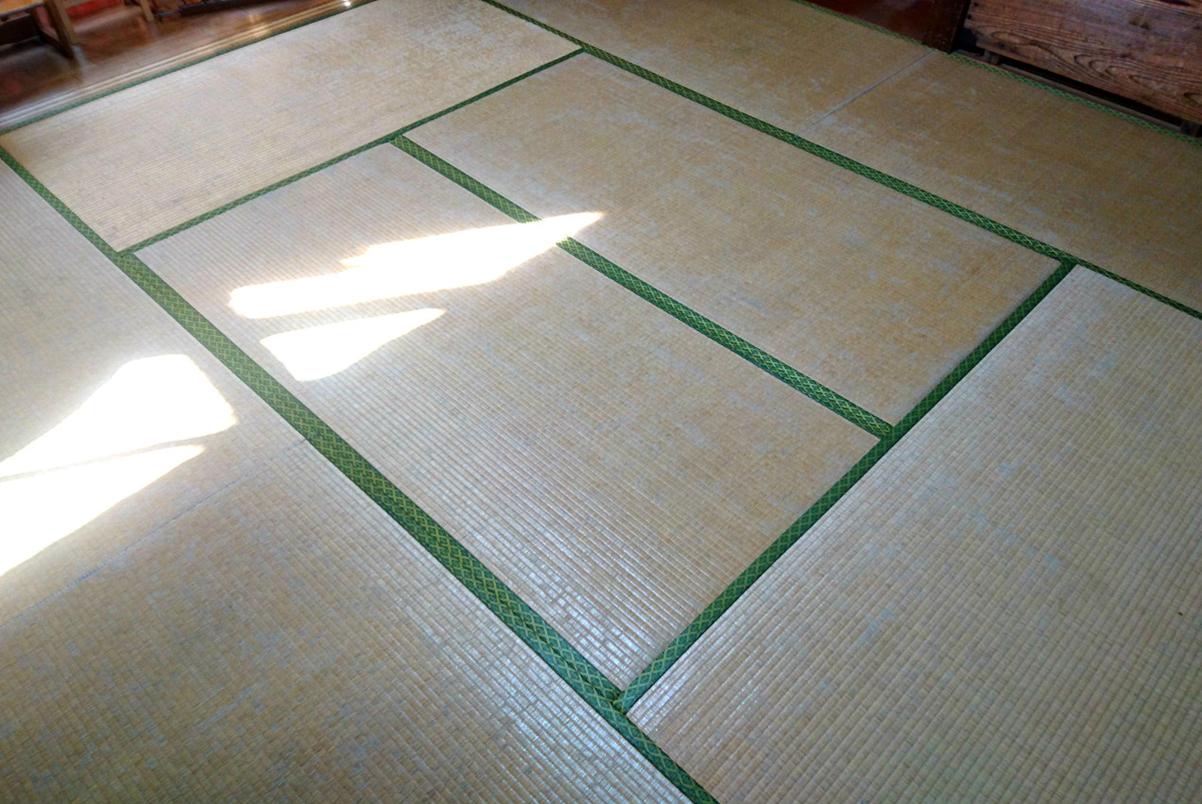 畳を替える前の痛んだ畳