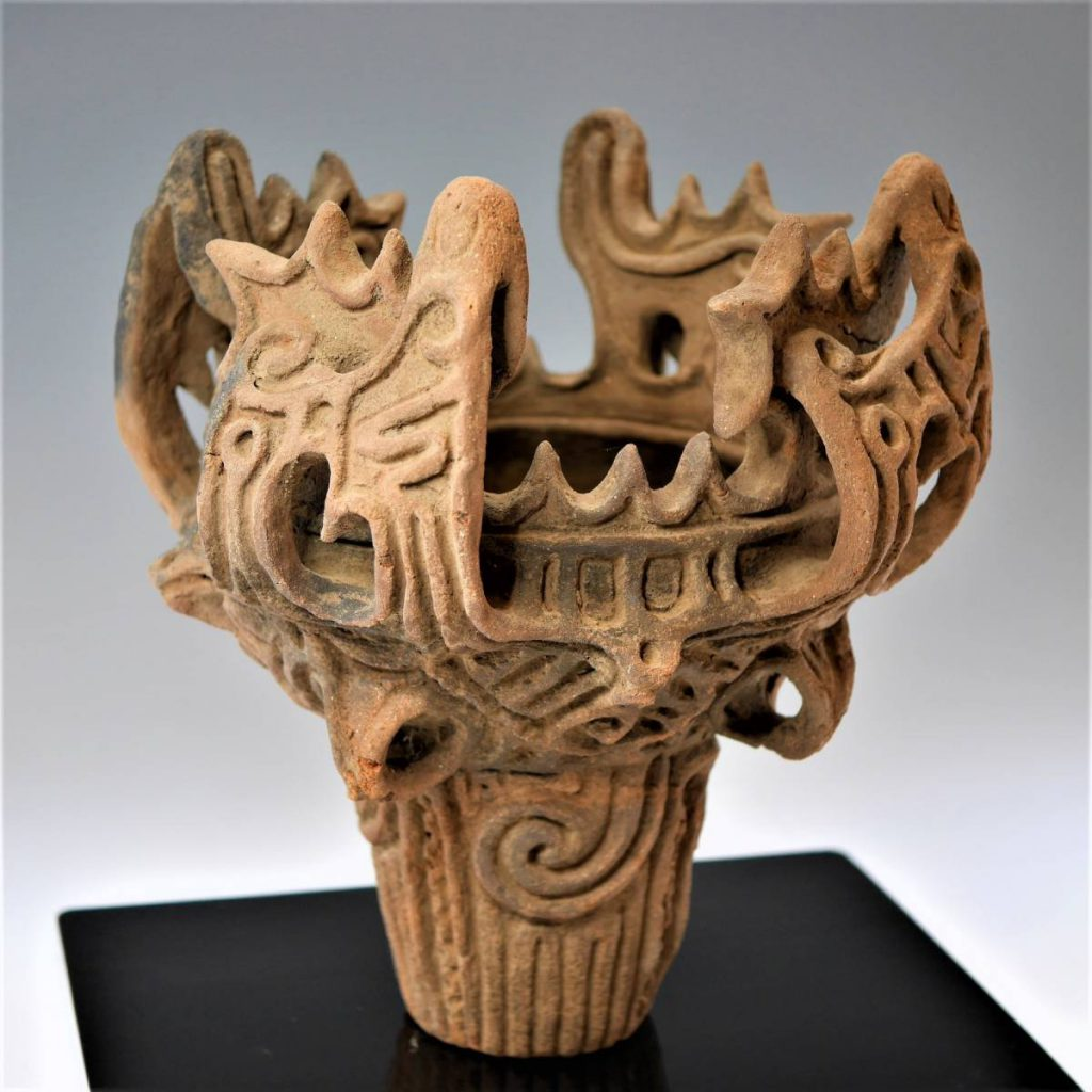 (代表的な縄文土器の1種「火焔型土器」)